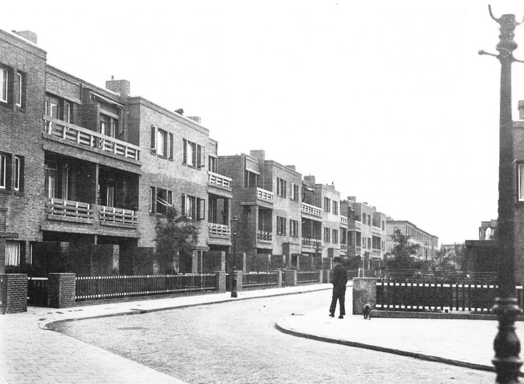 De Klimopstraat met appartementen in 1925.