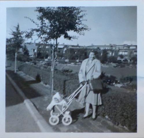 Veronica Vos en moeder Marry waardenburg 1952
