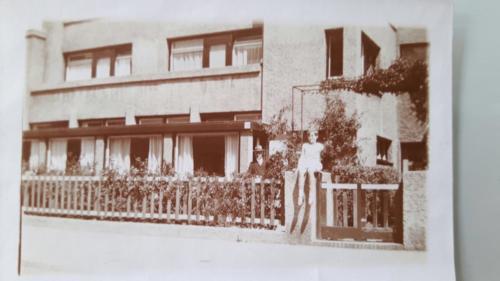 Vader van Voorthuizen en dochtertje Miep, Magnoliastraat 9, 1928